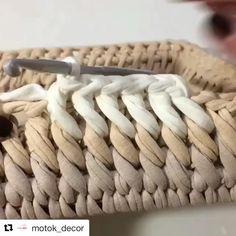 ― Vanessa Eduardoさん( 「Esse ponto é lindo demais 😍 .Looks like a slanted single crochet into the front loop of the row below. Try with publicaciones - Ve las fot Crochet Box, Crochet Basket Pattern, Crochet Stitches Patterns, Crochet Crafts, Crochet Projects, Knit Crochet, Knitting Patterns, Single Crochet, Crochet Baskets