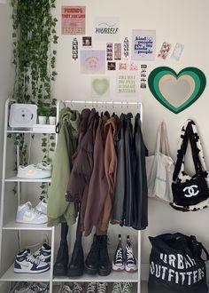 Indie Room Decor, Cute Room Decor, Aesthetic Room Decor, Study Room Decor, Room Design Bedroom, Room Ideas Bedroom, Bedroom Decor, Bedroom Inspo, Pastel Room