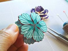 12 Awesome Paper Quilling Jewelry Designs To Start Today – Quilling Techniques Quilling Images, Paper Quilling Flowers, Paper Quilling Jewelry, Neli Quilling, Quilled Paper Art, Paper Quilling Designs, Quilling Paper Craft, Quilling Ideas, Toilet Roll Art