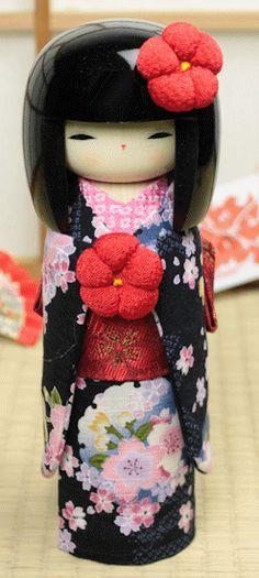 Kokeshi with silk kimono <3