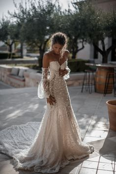63 Bohemian Wedding Dresses That Will Take Your Breath Away Hochzeitskleid 2019 Hochzeitskleid 2019 bohemian wedding dress; boho wedding dresses with sleeves; bohemian wedding dress open backs; Unique Wedding Gowns, Wedding Dress Trends, Bohemian Wedding Dresses, Dream Wedding Dresses, Bridal Dresses, Elegant Wedding, Wedding Ideas, Gown Wedding, Wedding Decorations