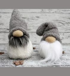 DIY Sock Christmas gnomes - easy winter decor Christmas craft project has three of our favorite components to it: A Scandinavian theme, It's super easy to make, It's an upcycling project, the main material comes from an old sock! Christmas Craft Projects, Holiday Crafts, Christmas Decorations, Christmas Ornaments, Sock Crafts, Crafts With Socks, Sock Snowman Craft, Snowman Crafts, Diy Crafts