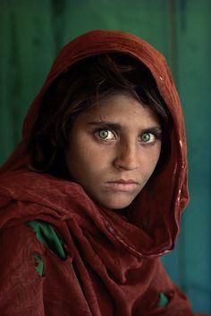 Afghan Girl (1984) © Steve McCurry