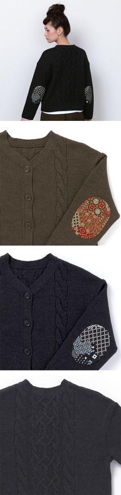 【カーディガン 伝統模様×ゴブラン(中川政七商店)】/ゴブラン織のエルボーパッチがポイントのざっくりとしたケーブル柄のカーディガン。中に着込んでも気にならないゆったり目のサイズ感なので、寒い日のアウターとしても万能な一枚です。 #clothing #cardigan