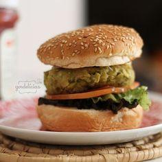 Dia 28 de maio - Dia Internacional do Hambúrguer. Confira receitas de hambúrguer para carnívoros e vegetarianos em http://gordelicias.biz.