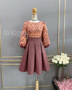 Modest Long Dresses, Simple Dresses, Batik Fashion, Ethnic Fashion, Dress Outfits, Fashion Dresses, African Lace Dresses, Frock Dress, Frock Design