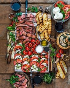 Weekend Vibes = Traeger Grills Grilled Striploin & Baguette with Caprese Salad . - Weekend Vibes = Traeger Grills Grilled striploin & baguette with Caprese salad. Appetizer Recipes, Appetizers, Dinner Recipes, Charcuterie Recipes, Charcuterie Board, Charcuterie For Dinner, Steak Plates, Party Food Platters, Good Food