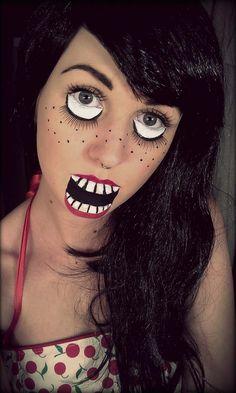 maquillage Halloween poupée avec des yeux exagerés