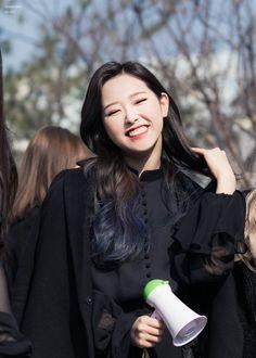 good news ✨ Kpop Girl Groups, Korean Girl Groups, Kpop Girls, Kpop Trainee, Asian Aesthetic, My Girl, Cool Girl, Wubba Lubba, K Fashion