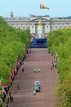 The Queen is driven down the Mall on her way to attend a Service of  Thanksgiving marking the Diamond Jubilee at St. Paul's Cathedral,  London, 5 June 2012.© Press Association