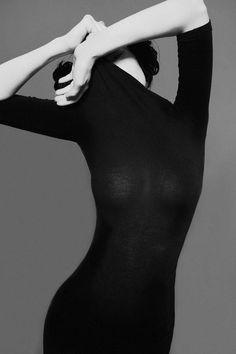 Portrait - Fashion - Glam - Editorial - Black and White - Photography - Pose Idea inspiration for Elena Molly Murgu Shooting Film Noir Fotografie, Fashion Fotografie, Tumblr Photography, Portrait Photography, Fashion Photography, Photography Studios, Editorial Photography, Photography Ideas, Foto Fashion
