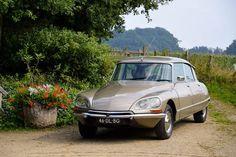 Risultati immagini per ds car 1974 Citroen Ds, Automobile, Auto Retro, Summer Barbecue, Camping Gifts, Camping Accessories, France, Old Cars, Motor Car