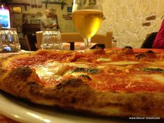 Pizzeria Vomero || My favourite pizza places in Naples: http://www.blocal-travel.com/italy/south-italy/campania-italy/naples-italy/pizza-places-naples/