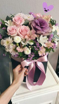 Hat Box Flowers, Beautiful Bouquet Of Flowers, Cloth Flowers, Tiny Flowers, Flowers Nature, Flower Boxes, Amazing Flowers, Fresh Flowers, Beautiful Flowers