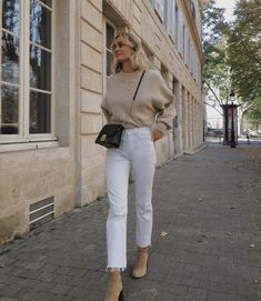 Herbst Outfit Winter Outfit Strickwaren Pullover Pullover neutral nackt Stiefel … Autumn outfit winter outfit knitwear pullover sweater neutral naked boots white jeans streets So Outfit Jeans, Outfit Stile, Zara Outfit, Cream Jeans Outfit, Shirt Outfit, Winter Outfits For Teen Girls, Simple Winter Outfits, Casual Winter Outfits, White Jeans Winter Outfit
