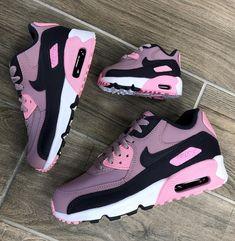 9244b15b3d740 Girls Sneakers, Sneakers Nike, Air Max Sneakers, Sneaker Candy, Custom  Jordans,