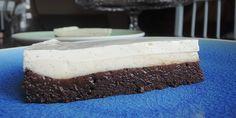 Formidabel kage med en perfekt kombination af brownie og silkeblød flødeostecreme.