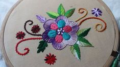 Brezilya nakışı rokoko yapımından çok güzel bir örnek. Değişik bir teknikle brezilya nakışı yaprak yapımı ve çiçek yapımını göreceğiz.