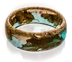 Autumn Leaves Resin Bangle. Real sand, real leaves in blue and brown coloured cristal transparent resin. Made by PAGANE UNIQUES.