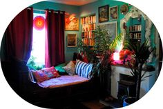 Artist Lally MacBeth's colourful Cornish home #interiordesign #artists #homes #retro #vintage #sittingrooms #livingrooms #colourful #homedecor #daybed #LallyMacBeth For more artists' homes visit www.ompomhappy.com