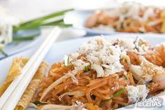 Receita de Pad thai noodle (macarrão tailandês) em receitas de massas, veja essa e outras receitas aqui!