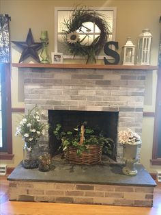 What lamp for my living room? Farmhouse Fireplace Mantels, Rustic Fireplaces, Home Fireplace, Fireplace Remodel, Fireplace Design, Farmhouse Decor, Fireplace Ideas, Brick Fireplaces, Faux Fireplace
