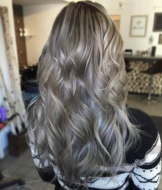 263 vind-ik-leuks, 7 reacties - Deseray Thiessen✂️ (@deseraytee) op Instagram: 'Here's one for the day👽#hair#colour #balayage #balayageombre #balayagehighlights #ombre #grey…'