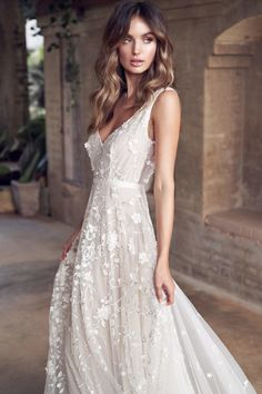 Vintage Wedding Dresses anna campbell 2019 bridal sleeveless v neck full embellishment romantic pretty modified a line wedding dress backless v back medium train zv -- Anna Campbell 2019 Wedding Dresses Western Wedding Dresses, Elegant Wedding Gowns, Wedding Dress Trends, Bridal Dresses, Dress Wedding, Trendy Wedding, Romantic Weddings, Rustic Wedding, Picnic Weddings