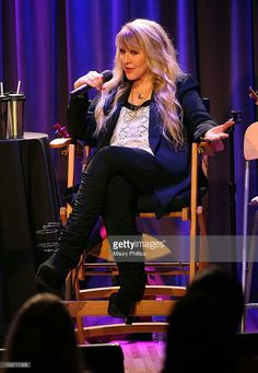Stevie Nicks onstage during An Evening With Stevie Nicks at The GRAMMY Museum on October 2011 in Los Angeles, California. Stevie Nicks Lindsey Buckingham, Buckingham Nicks, Stephanie Lynn, Stevie Nicks Fleetwood Mac, Kylie Minogue, Beautiful Soul, Beautiful Women, Lady And Gentlemen, Celebs