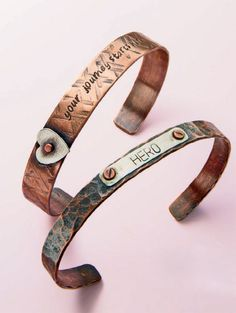 Learn how to metal stamp jewelry with words for personalized gifts with this FREE tutorial! #metalstamping #jewelrymaking #giftideas