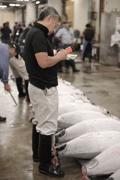Avoid taking two (expensive) cab trips to Tsukiji Market with my tips and tricks for Tokyo's Tuna Action! Click through to learn more