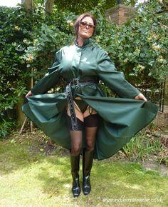 Beautiful Hayley - can almost feel the soft silky lining as they caress her stockinged legs Green Raincoat, Pvc Raincoat, Mackintosh Raincoat, Latex Fashion, Women's Fashion, Fashion Models, Imper Pvc, Rubber Raincoats, Emo Dresses