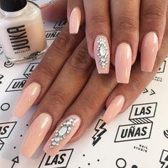 Marcamos tendencia en uñas Uñas Esculpidas en Acrílico  Atención con cita previa únicamente hola@estoeslasunias.com • Recoleta, Bs. As.