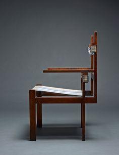 Marcel Breuer, « Fauteuil Lattenstuhl », 1929 Structure en érable, assise avec sangles de soutien en textile et coussin © Ulrich Fiedler / Photographie, Martin Müller