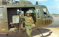 Vietnam History, Vietnam War Photos, Vietnam Veterans, Us Vets, Nose Art, Cold War, Military History, Us Army, Military Aircraft