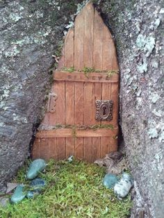 Kristen Womack wrote: My first fairy door. Made from pine wood craft sticks stain and miniature door parts. I can't believe it fit! Fairy Tree Houses, Cool Tree Houses, Fairy Garden Houses, Gnome Garden, Fairy Garden Doors, Fairy Doors On Trees, Deco Champetre, Pot Jardin, Tree House Designs