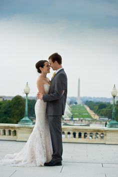 LOVE her dress. And a photo op at the US Capitol? Nice.