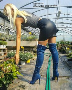 How are you Dana Labo? Love from Mark Shavick High Leather Boots, Black Thigh High Boots, Black Leather Skirts, Leather Dresses, High Heel Boots, High Heels, Sexy Stiefel, Skirts With Boots, Curves