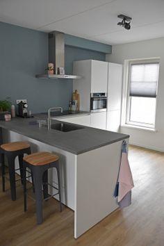 Cosy Kitchen, Kitchen Hoods, Basement Kitchen, Interior Design Kitchen, Home Kitchens, Kitchen Remodel, Living Room Decor, Sweet Home, New Homes