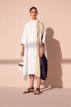 Joseph Spring 2020 Ready-to-Wear Fashion Show - Vogue Fashion Week Paris, Women's Summer Fashion, Fashion 2020, Modest Fashion, Fashion Dresses, Fashion Fashion, High Fashion, Oversize Look, Joseph Fashion
