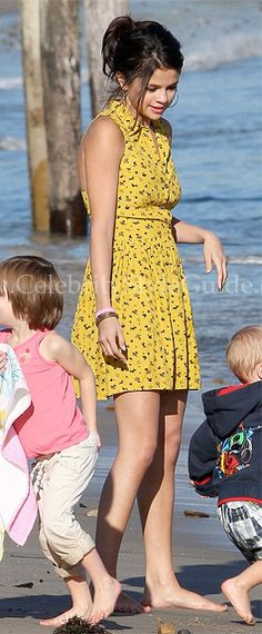 Selena Gomez wore the Topshop Daisy Dogs Shirtdress with Justin Bieber, and his family at family at Malibu Beach Feb 17, 2012