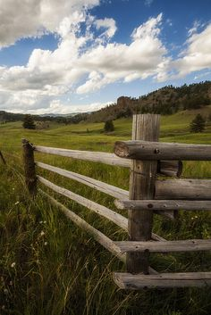 Montana...and fences...kinda go together for me.  I did a lot of work on ranch fencing.  Yet, Montana abounds in unfenced, open space, which I love!