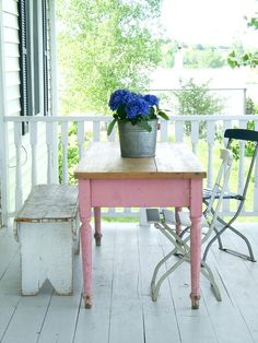 Love the pink farmhouse table, nice bench too.