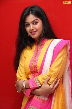 Beautiful Bollywood Actress, Beautiful Indian Actress, Beautiful Actresses, Beautiful Saree, Beautiful Girl Image, Beautiful Asian Girls, South Indian Actress Hot, Thing 1, Pakistani Girl
