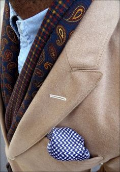 love the houndstooth pocket square