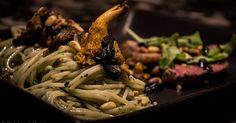 Cuisine-à-Vous - Tagliata met peterselie-pesto speltpasta en bospaddestoelen