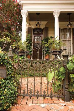 Courtyard New Orleans Architecture. Louisiana Architecture Creole cottages, home architecture southern NOLA New Orleans Homes, New Orleans Louisiana, Louisiana Homes, New Orleans Architecture, Beautiful Homes, Beautiful Places, Creole Cottage, Second Empire, Garden Gates