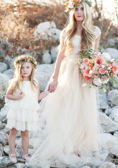 love this flower girl dress and wedding dress,this screen is so beautiful