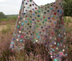 Das Tuch kann ich mir - mit einem feinen Hintergrundgarn - auch gut zur Resteverwertung vorstellen! passepartout_7850