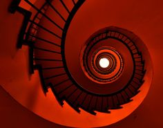 Spiral staircase, but very striking as a spiral! kn